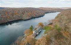 Luxury properties Graymoor Manor on Indian Lake