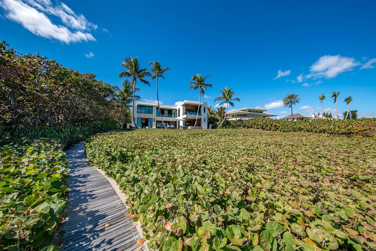 private gated ocean to Intracoastal estate luxury properties