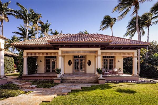 Luxury homes in Beautiful estate spanning two Port Royal lots