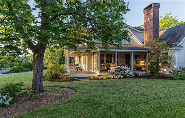 Mansions Home and Barn set on 10 enchanting acres