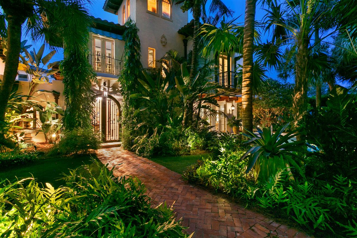 Luxury real estate renovated estate in prestigious el cid