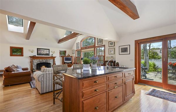 Luxury homes Gracious rambling Cape with deeded beach rights