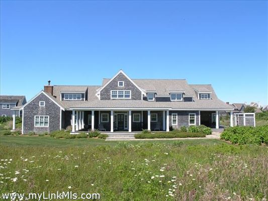 Luxury homes lovely North shore property with protected water views