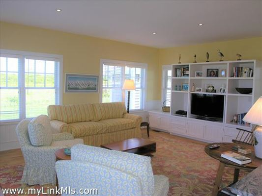Luxury homes in lovely North shore property with protected water views