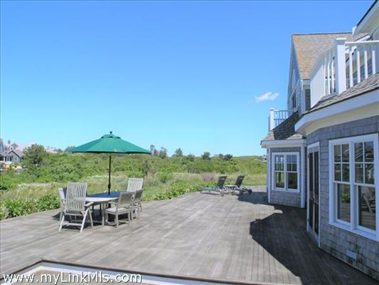 Mansions in lovely North shore property with protected water views
