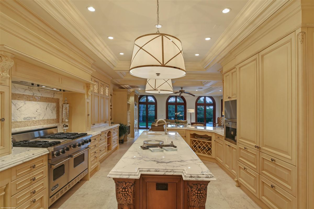 Luxury homes in classic elegance and quality craftsmanship