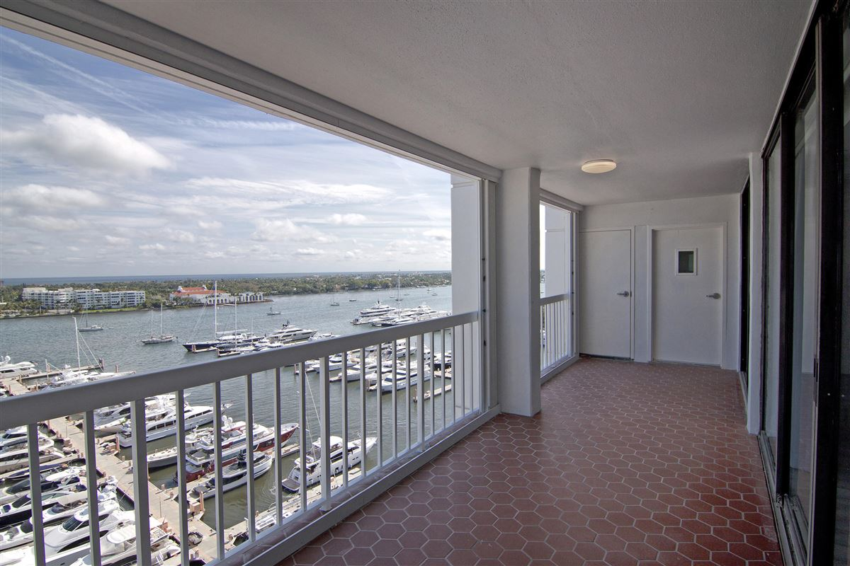 Mansions in renovated bright and airy two bedroom condo