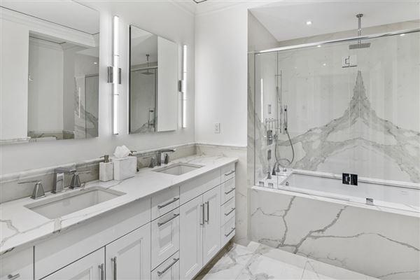 remarkable Single floor residence luxury properties
