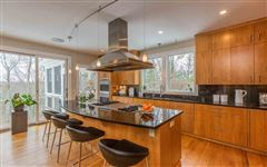 Luxury homes in exceptional property atop Silver Hill