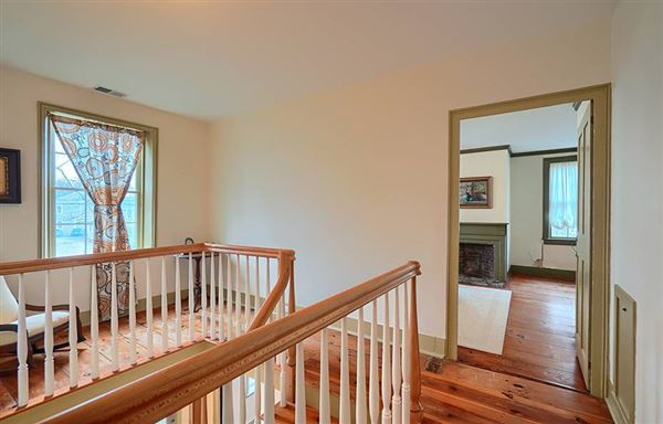 Gorgeous renovated Antique in the heart of Acton Center luxury homes