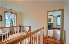 Gorgeous renovated Antique in the heart of Acton Center mansions
