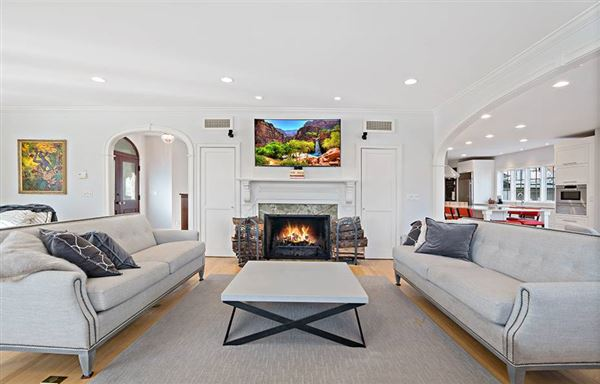 Luxury properties exceptional Wamphassuc Road property
