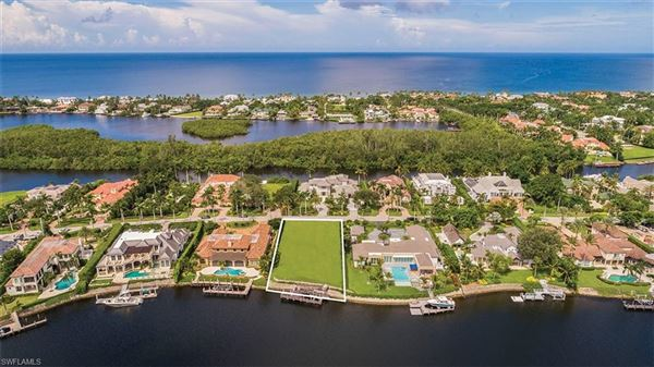 exceptional wide water property luxury homes