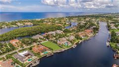 Mansions in exceptional wide water property