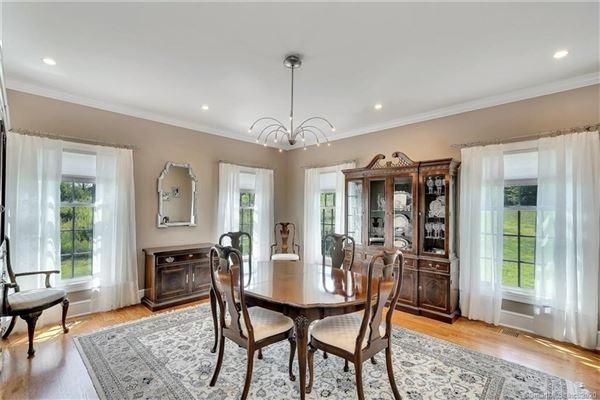 Luxury properties Custom-built home in exquisite Deer Run Estates