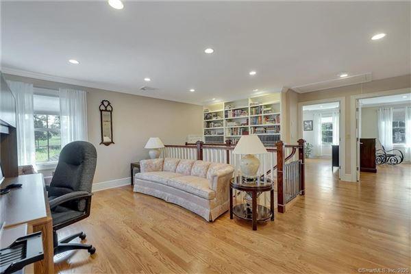 Luxury real estate Custom-built home in exquisite Deer Run Estates
