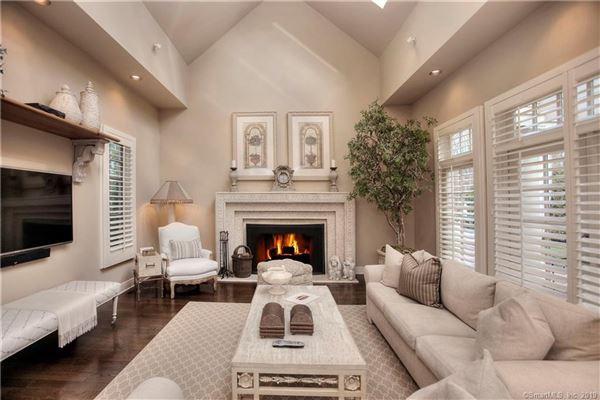 Luxury properties Stunning year-round retreat beautifully sited