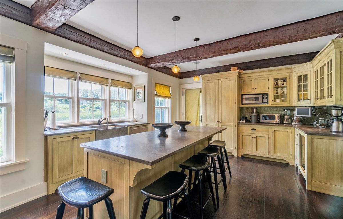 grand living on Woodbury Lane luxury homes