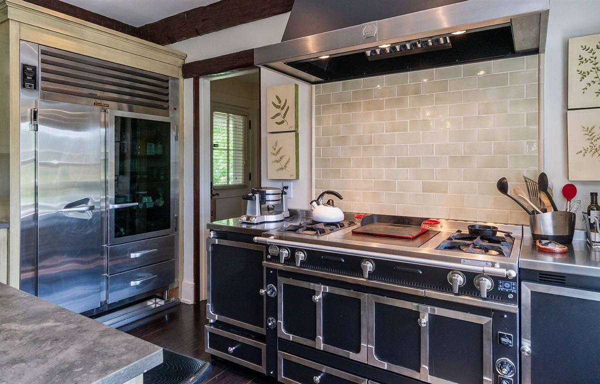 grand living on Woodbury Lane luxury real estate