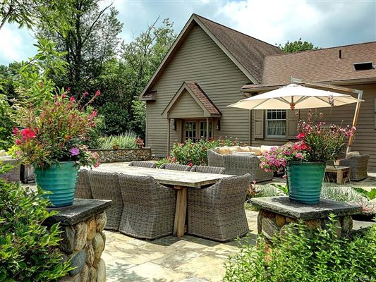 Luxury properties luxury-designed equestrian property
