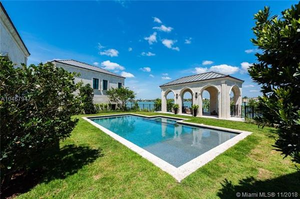 Mansions in A waterfront classic