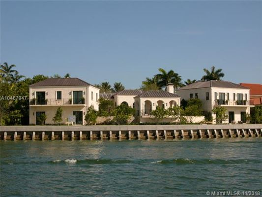Luxury homes A waterfront classic