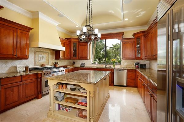 Luxury homes  tasteful updates in pinecrest