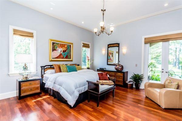 Luxury properties spacious and elegant home in northeast Pinecrest