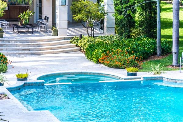 Luxury real estate spacious and elegant home in northeast Pinecrest