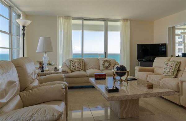 Luxury homes in fabulous corner unit in miami beach