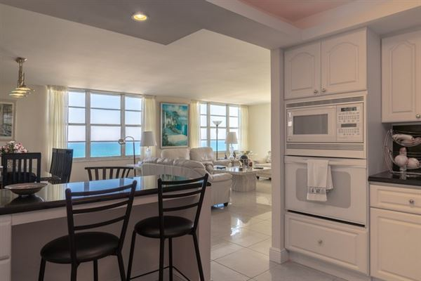 Luxury homes fabulous corner unit in miami beach