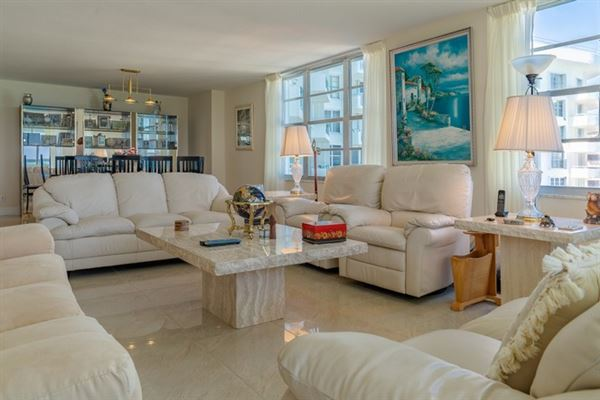 fabulous corner unit in miami beach mansions