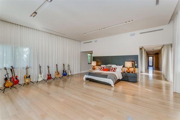 Spectacular Miami Beach Modern Mediterranean luxury real estate