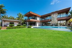 Mansions New contemporary Bayfront mansion