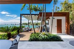 New contemporary Bayfront mansion luxury homes