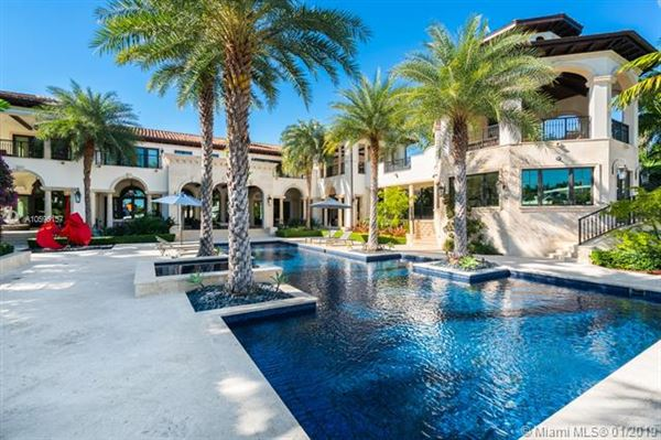 Luxury homes elegant and sophisticated estate