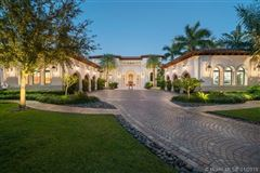 Mansions in elegant and sophisticated estate