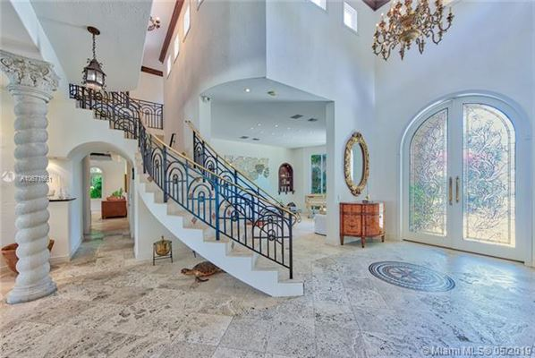 Luxury real estate an enchanting waterfront home in Florida