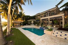 an enchanting waterfront home in Florida luxury properties
