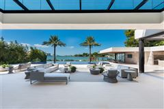 The Trophy Mega-Mansion in Miami Beach luxury homes