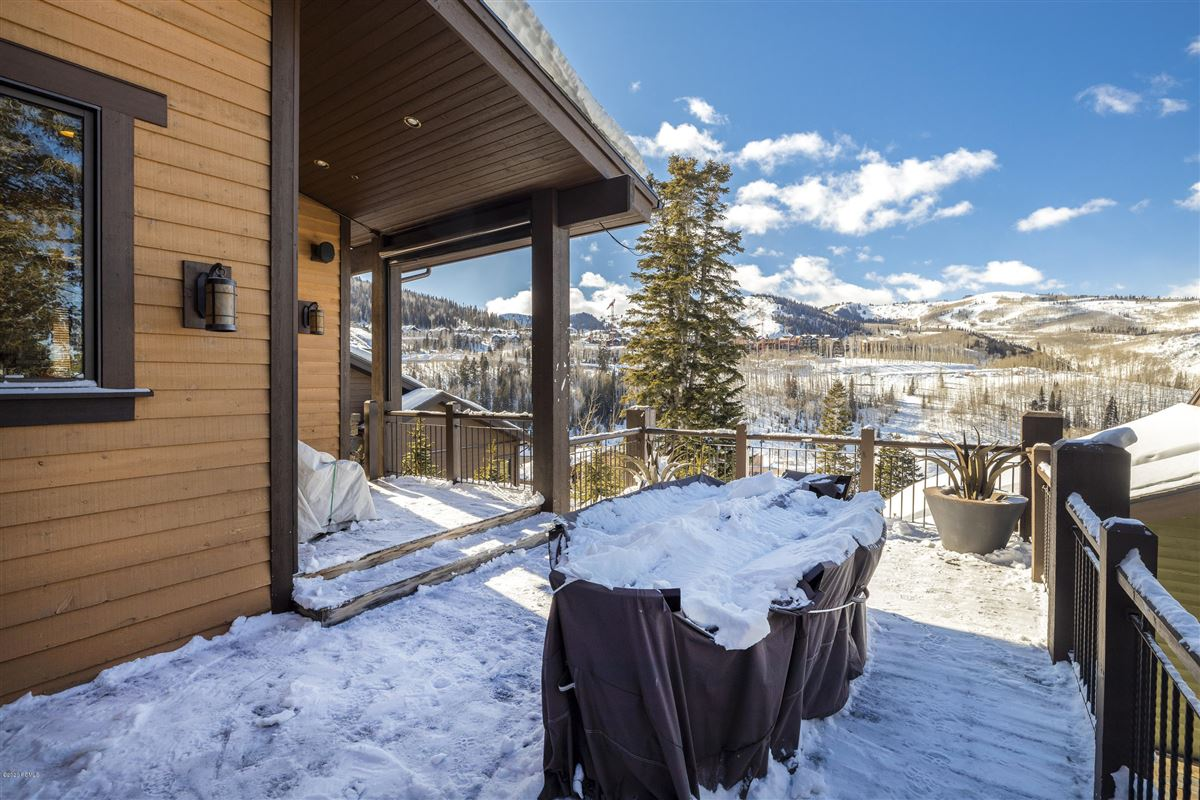 panoramic views of Empire Pass luxury homes
