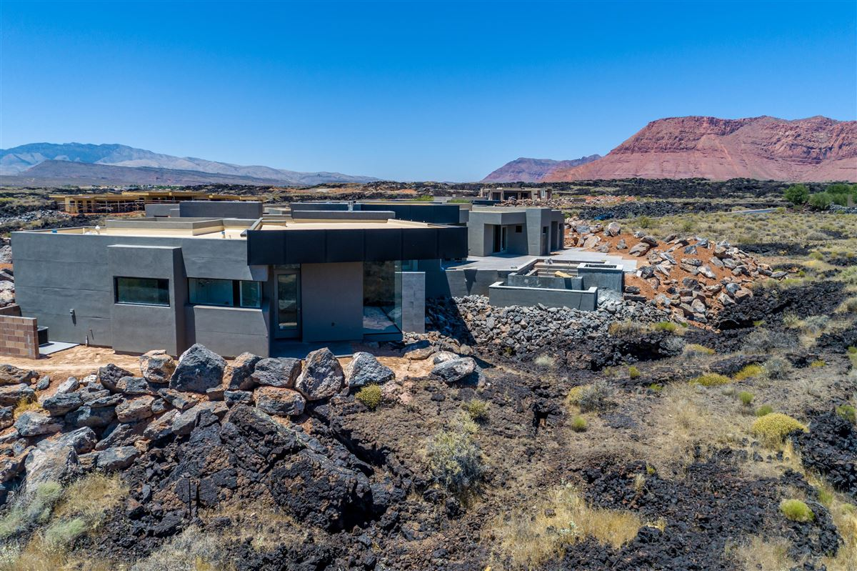 Luxury properties luxury one-level residence in Entradaat Snow Canyon