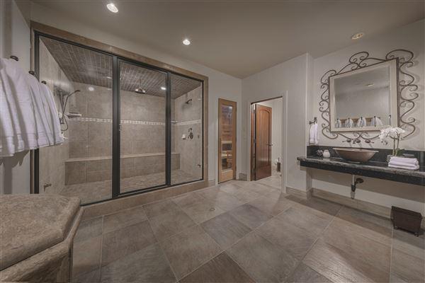 Monte Olimpo luxury homes