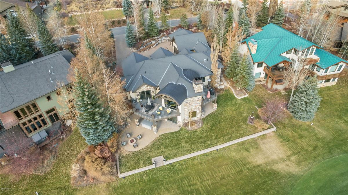 Luxury homes in one-of-a-kind property on the Park Meadows golf course