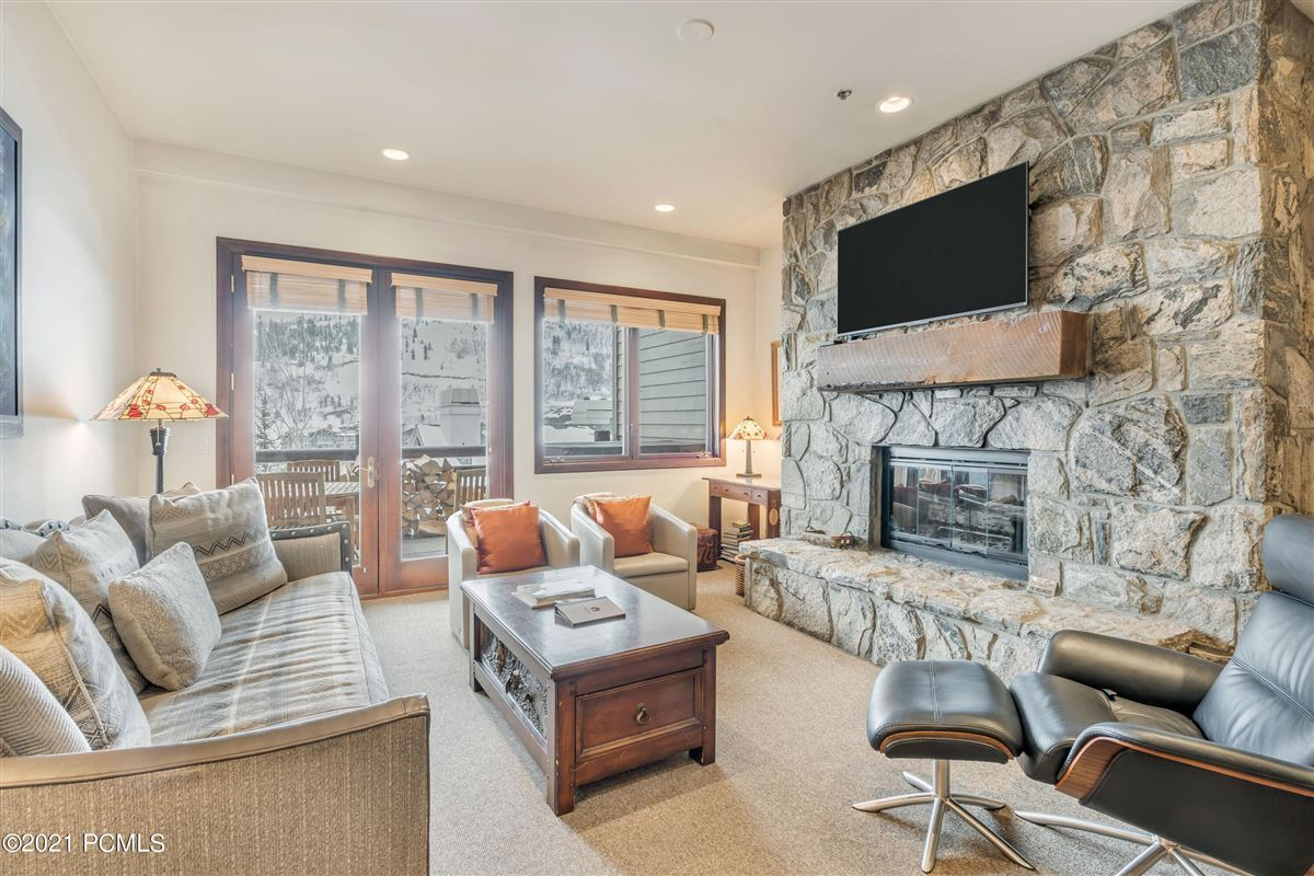 Trails End Lodge luxury real estate