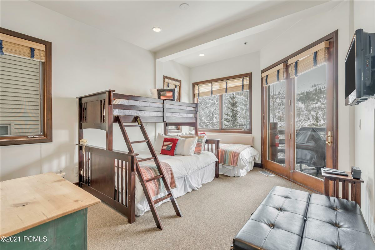 Luxury homes Trails End Lodge