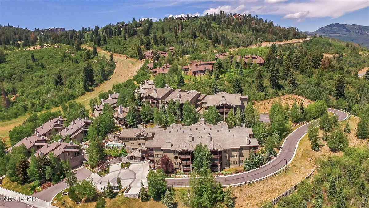 Luxury homes in Trails End Lodge
