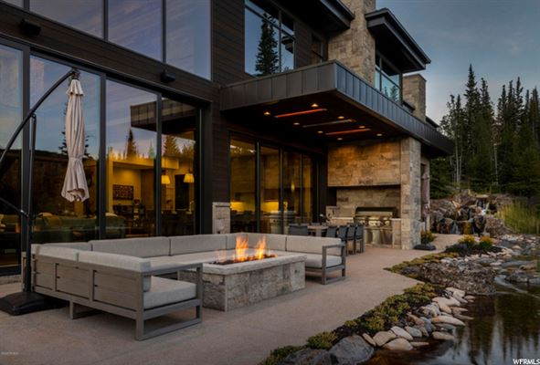 Luxury homes contemporary ski residence in the colony