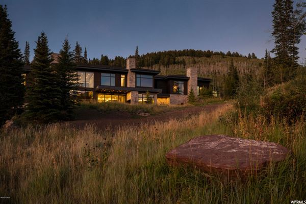 Luxury real estate contemporary ski residence in the colony