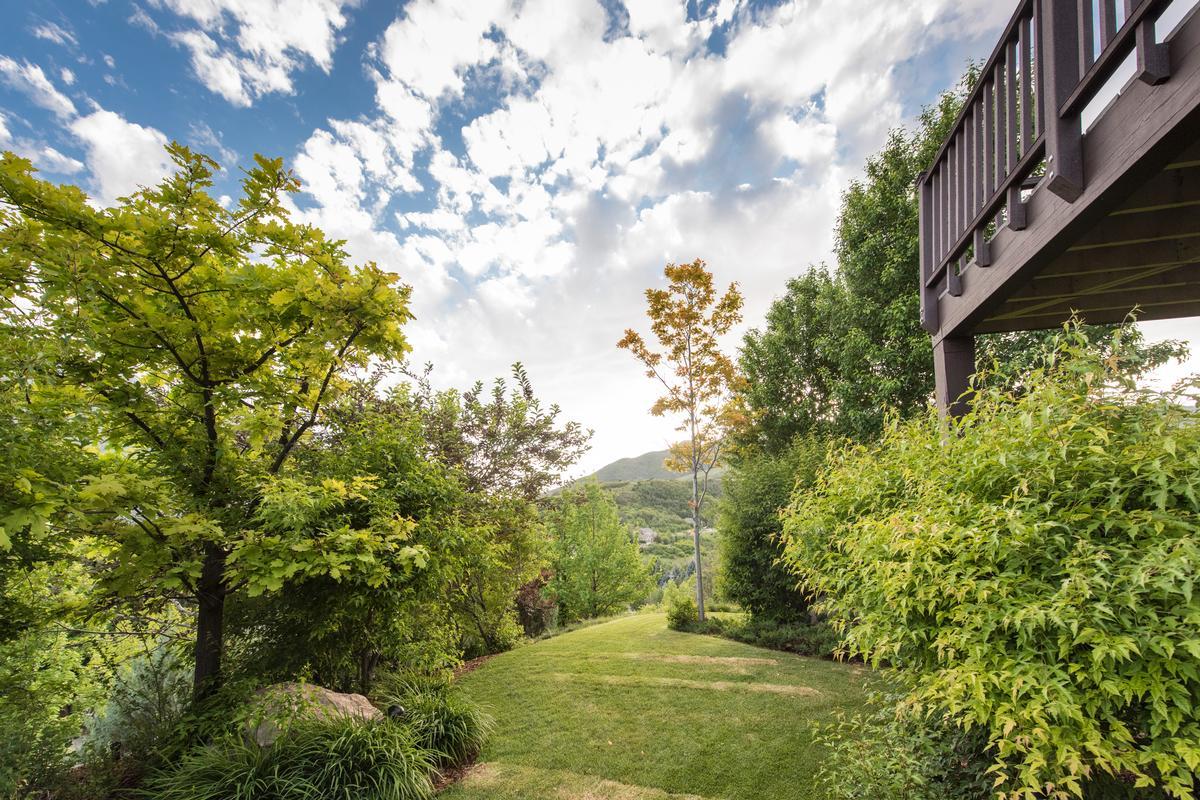 Luxury properties Majestic Mountain Green